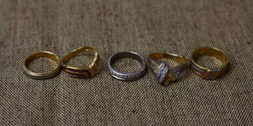 貴金属と指輪